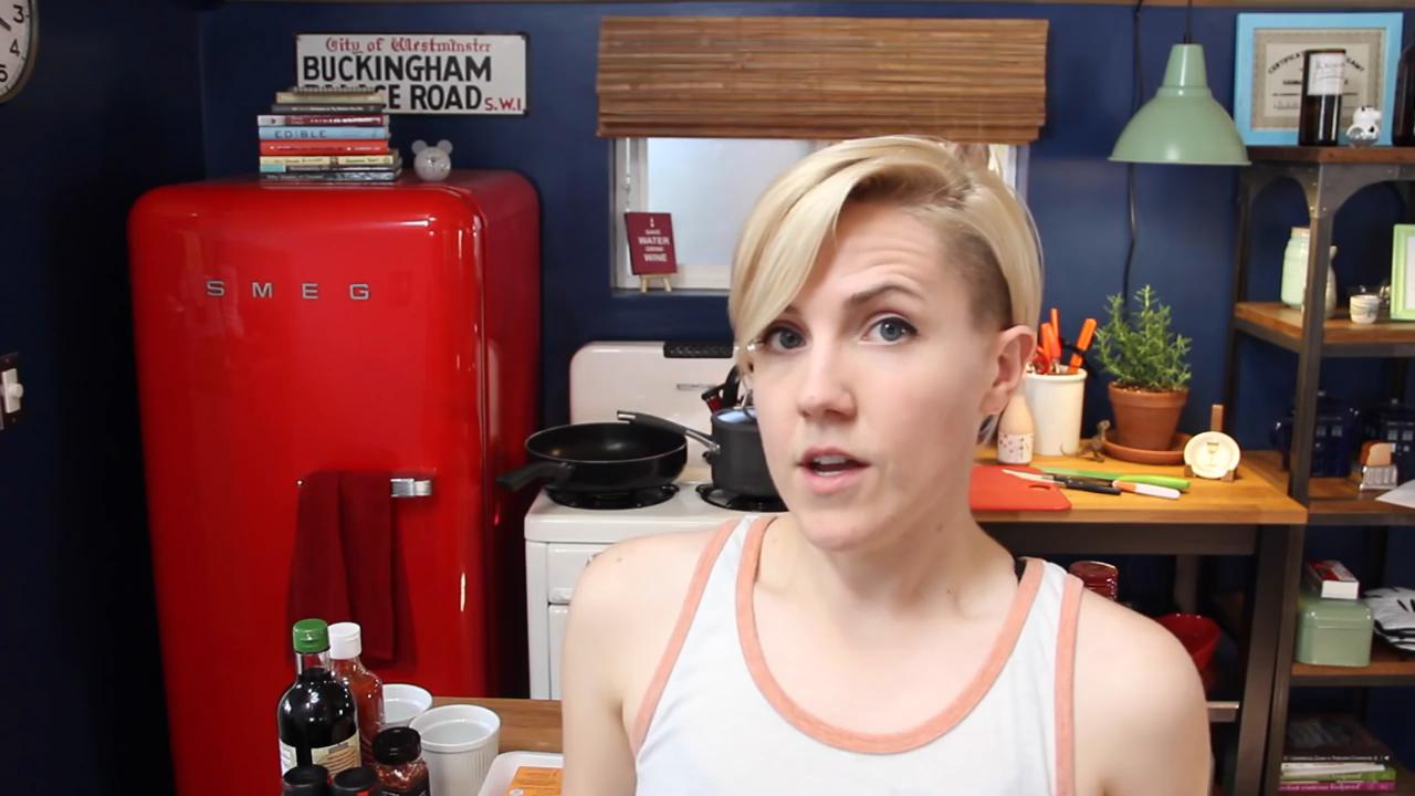 Учите Английский на YouTube вместе с Hannah Hart